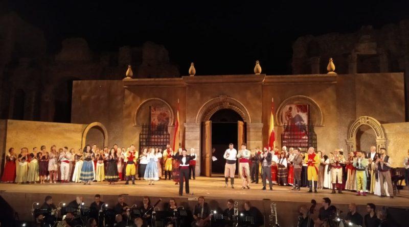 """Ovazione ai protagonisti di """"Carmen"""" messa in scena dal Taormina opera stars al Teatro Antico"""